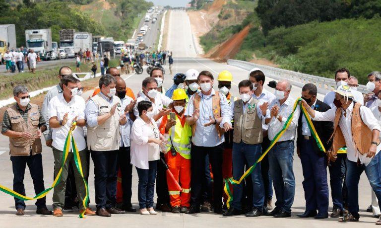 Governo inaugura na Bahia 22 km de pistas duplicadas na BR-101