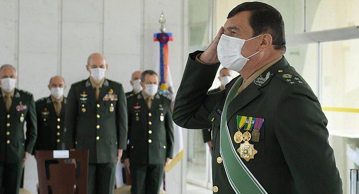 Bolsonaro diz que 'Forças Armadas podem ir às ruas' se restrições provocarem caos