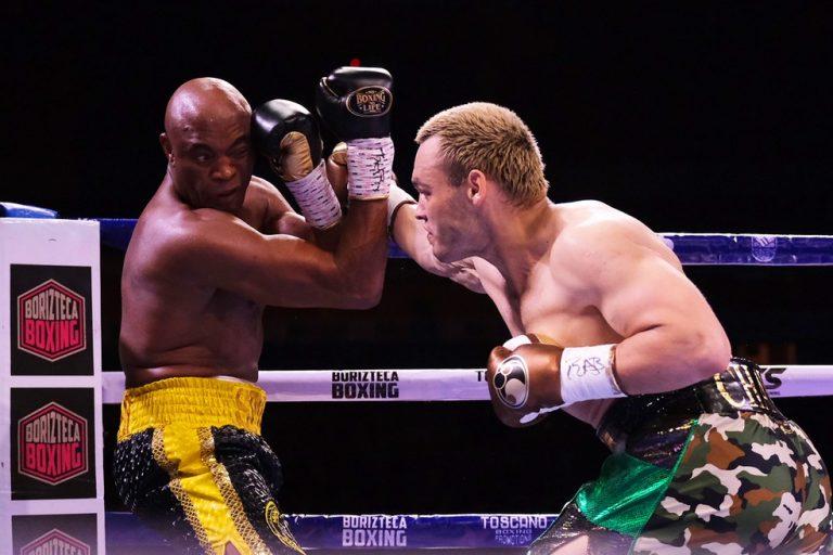 Anderson Silva  vence ex-campeão mundial boxe